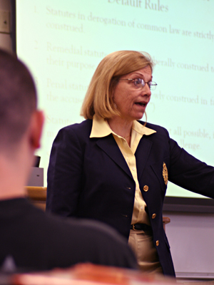 Professor Lyn Entrikin discusses legal writing with her class.