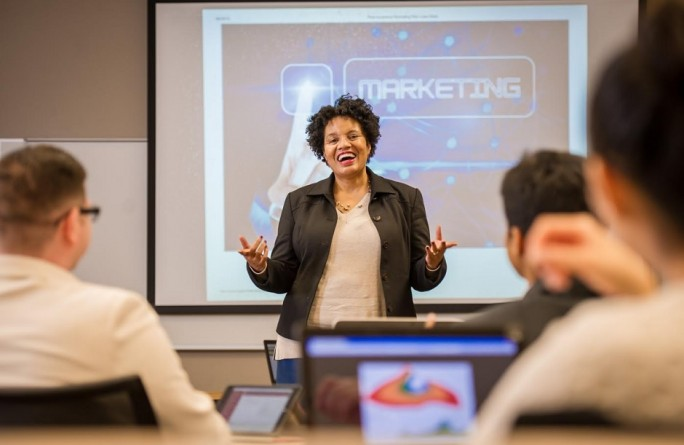 Lenita Davis teaching class.