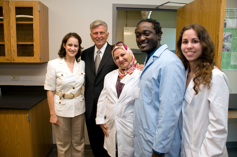 From left to right: Dr. Meena Mahmood (Center for Integrative Nanotechnology Sciences alum), former Arkansas Gov. Mike Beebe, Thikra Mustafa (Center for Integrative Nanotechnology Sciences alum), Dereck Oshin (Center for Integrative Nanotechnology Sciences alum), and Lara Ianov (Center for Integrative Nanotechnology Sciences alum).