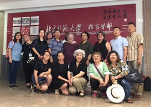 Dr. Linda Stauffer visits with a group of professors and students working to standardize Chinese Sign Language and develop interpreter education programs in China.